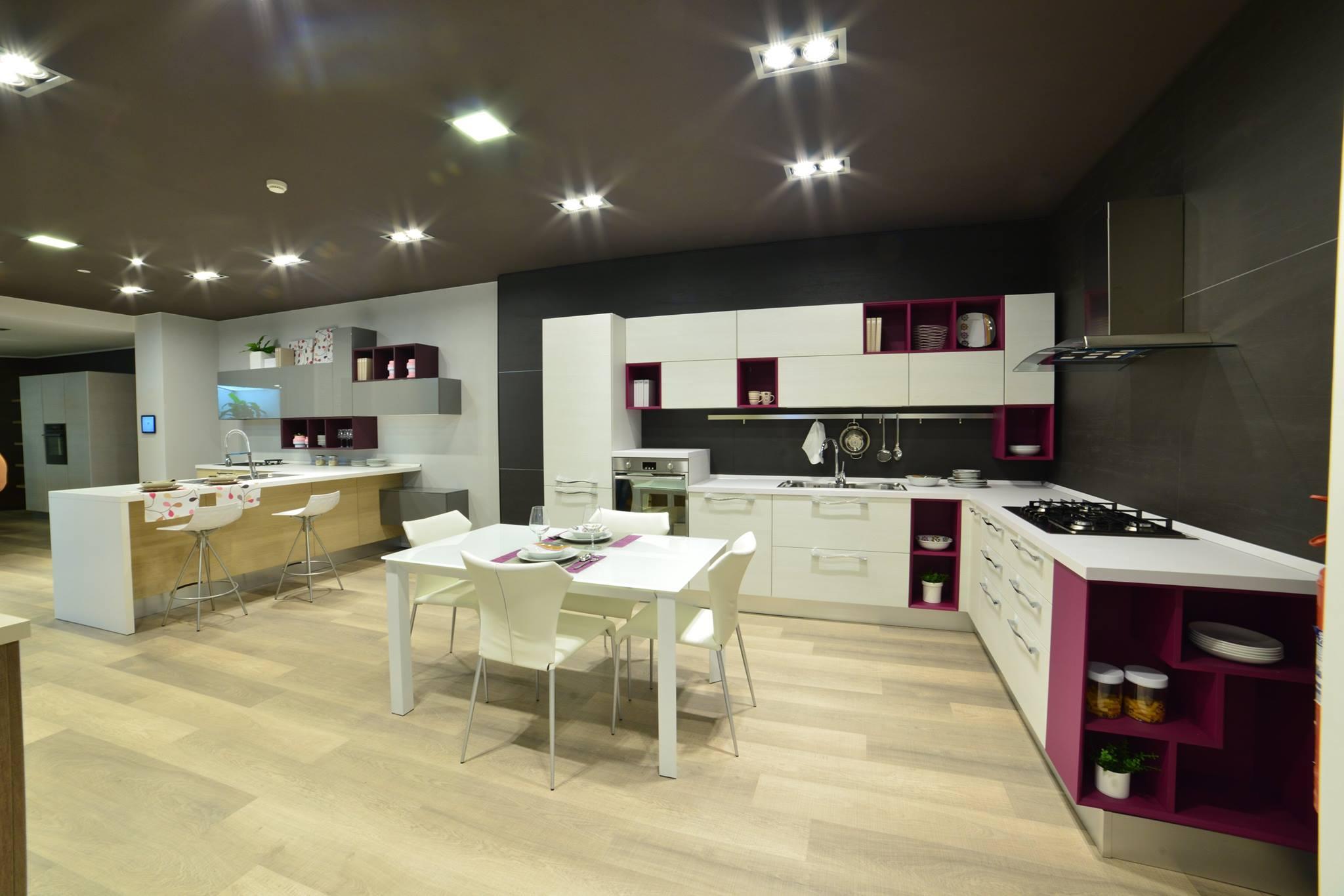 Centro cucine lube store mastrovito francesco - Deco mobili store ...